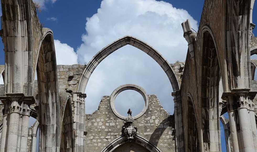 Igreja do Carmo coi suoi archi gotici crollati dopo il terremoto