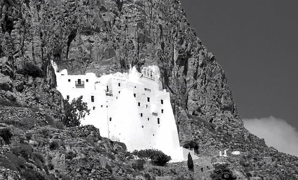 Quel monastero ti resta dentro, per anni e anni ripensi alla sua bianca forma