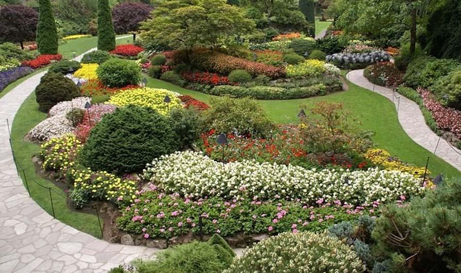 i celebri Butchart Gardens pieni di fiori colorati