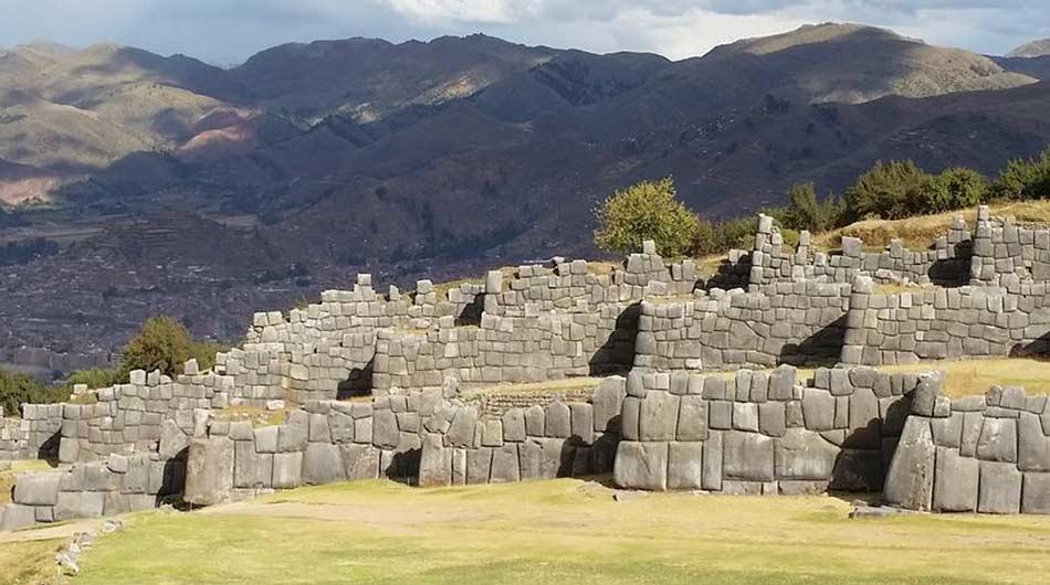 la poderosa muraglia di Sacsahuayman