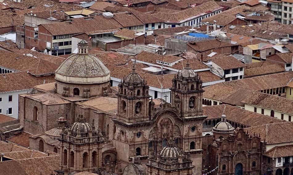 eleganti piazze e chiese spagnole