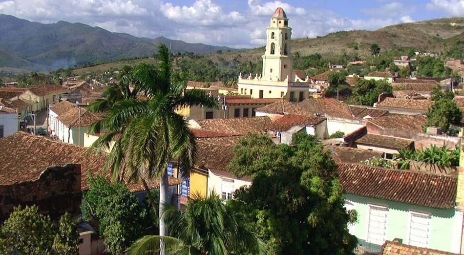 L'Avana, nella nera e africana Santiago come nella colorata e coloniale Trinidad