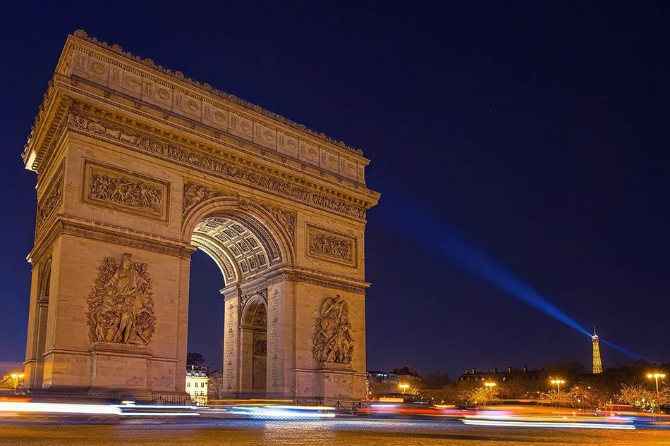 la Tour Eiffel, gli Champs Elysees, l'Arco di Trionfo, la cattedrale di Notre Dame