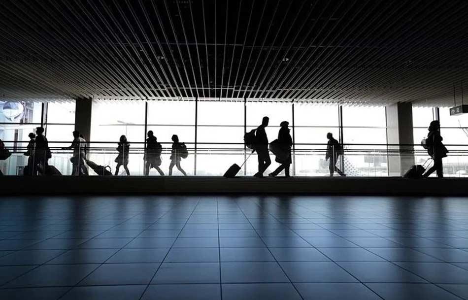 Quando si tratta di correre rischi o cercare promesse, la cosa più sicura è viaggiare