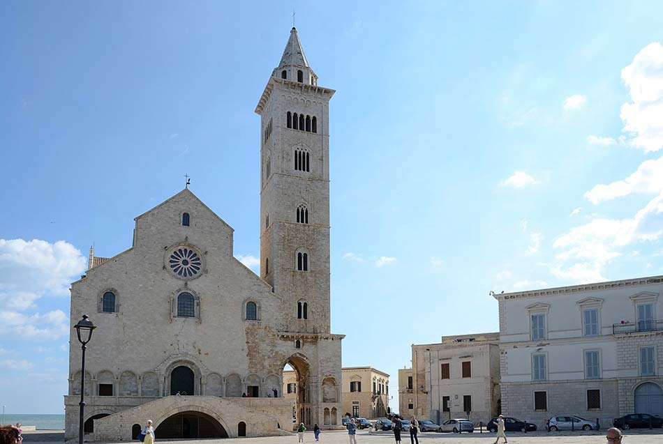 Lo stile della Cattedrale di Trani, la più famosa della regione