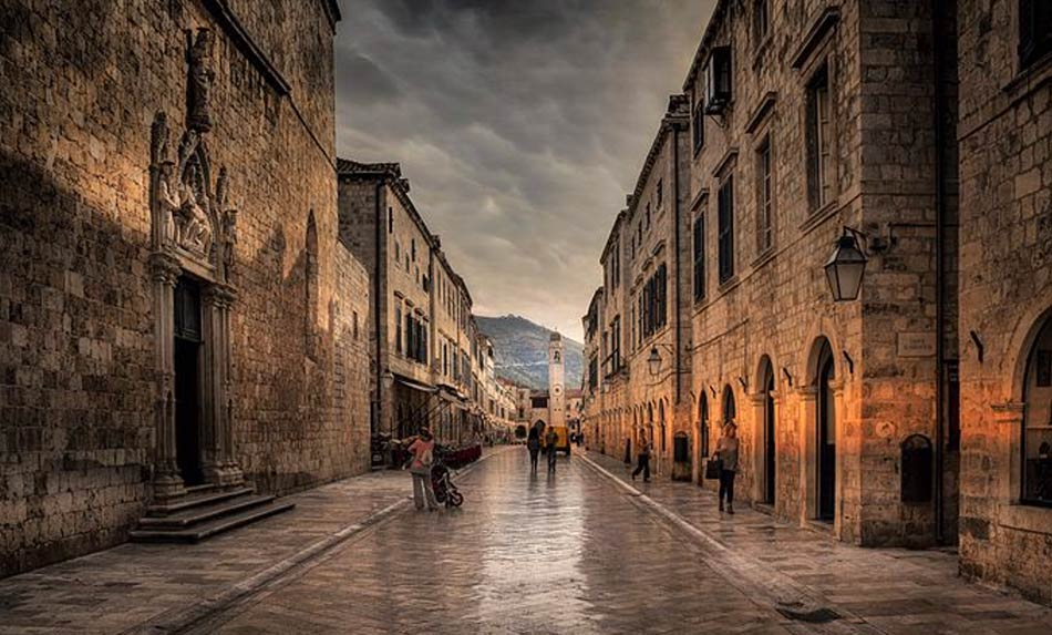 il centro storico di Dubrovnik è diventato ancora una volta e speriamo per sempre il salotto buono della Croazia
