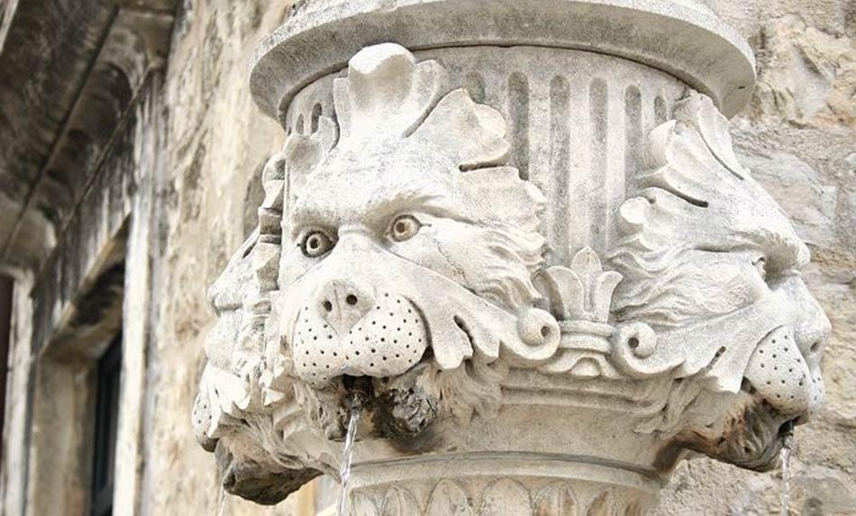 Tutta Dubrovnik è fregi di pietra, fremiti di storia