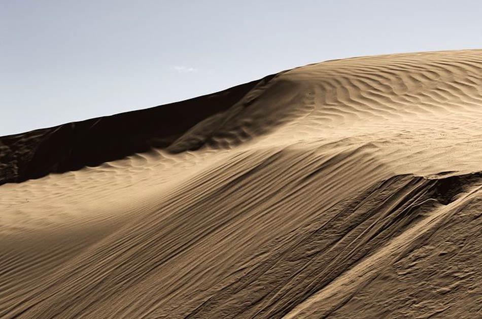 Il colore predominante nel grande spazio sahariano è il bianco e il beige
