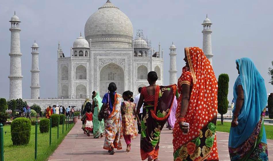 """""""Mi piaceva camminare, solo, muto, imparando a conoscere passo per passo quel nuovo mondo"""" (Pier Paolo Pasolini, L'odore dell'India)"""
