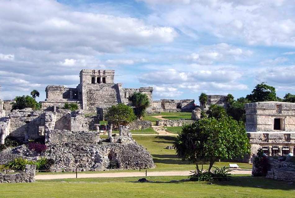 roccaforte Maya del 1200 d.C, situata in una posizione geografica incantevole
