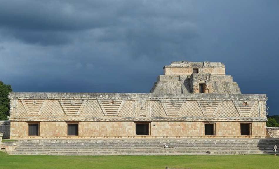 i Maya ingenuamente confusero Hernan Cortès per la reincarnazione di Quetzalcòatl