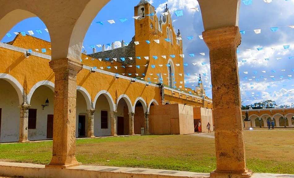 il convento giallo di Izàmal, dedicato al nostro Sant'Antonio di Padova