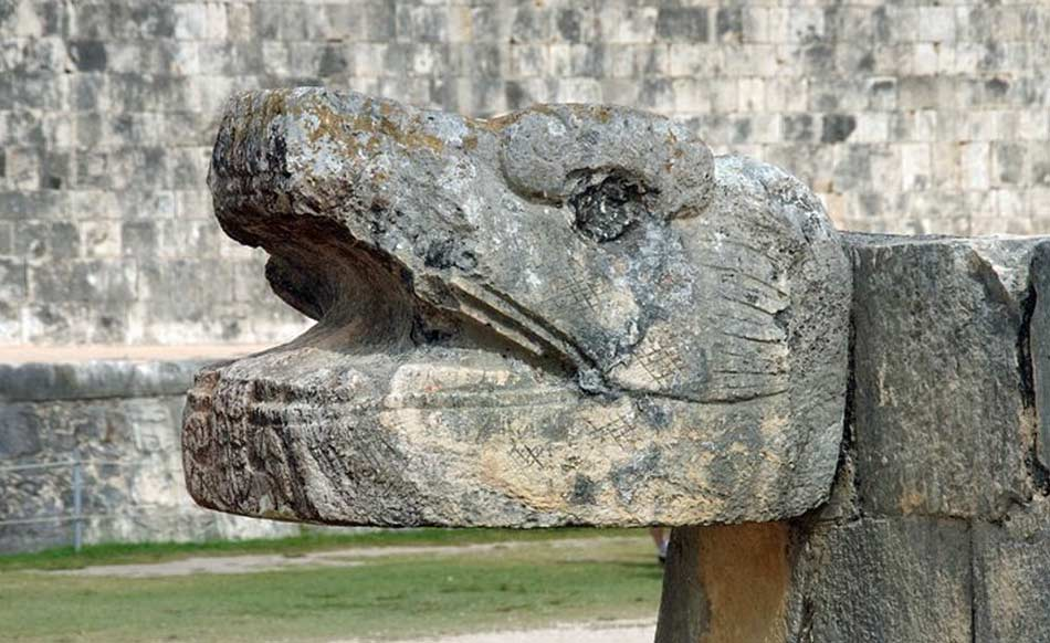 l'immagine del serpente piumato, il potente dio Kukulkan