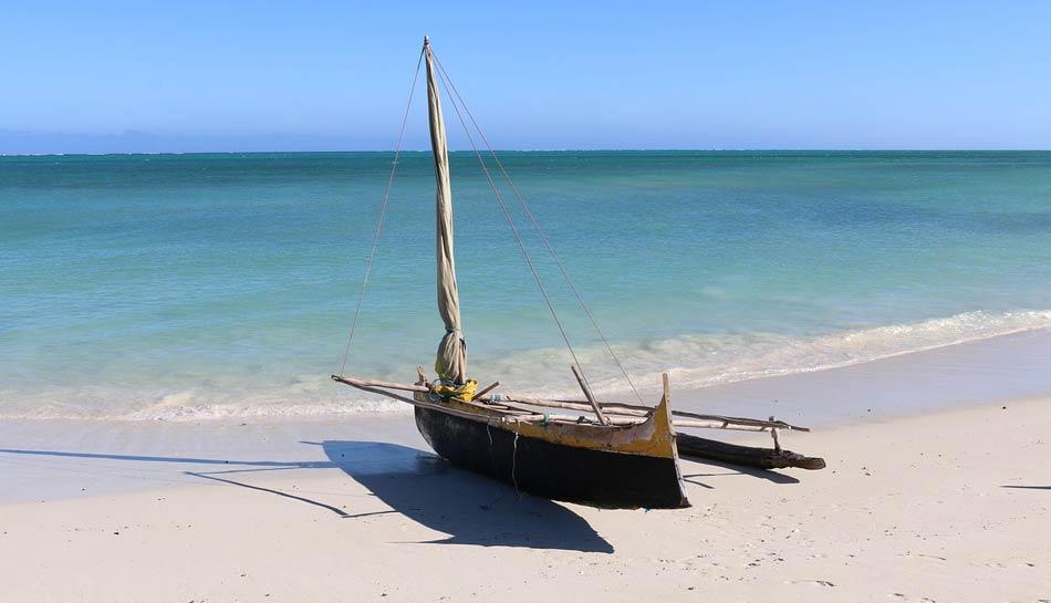 sabbia bianchissima in un mare di un azzurro/verde paradisiaco