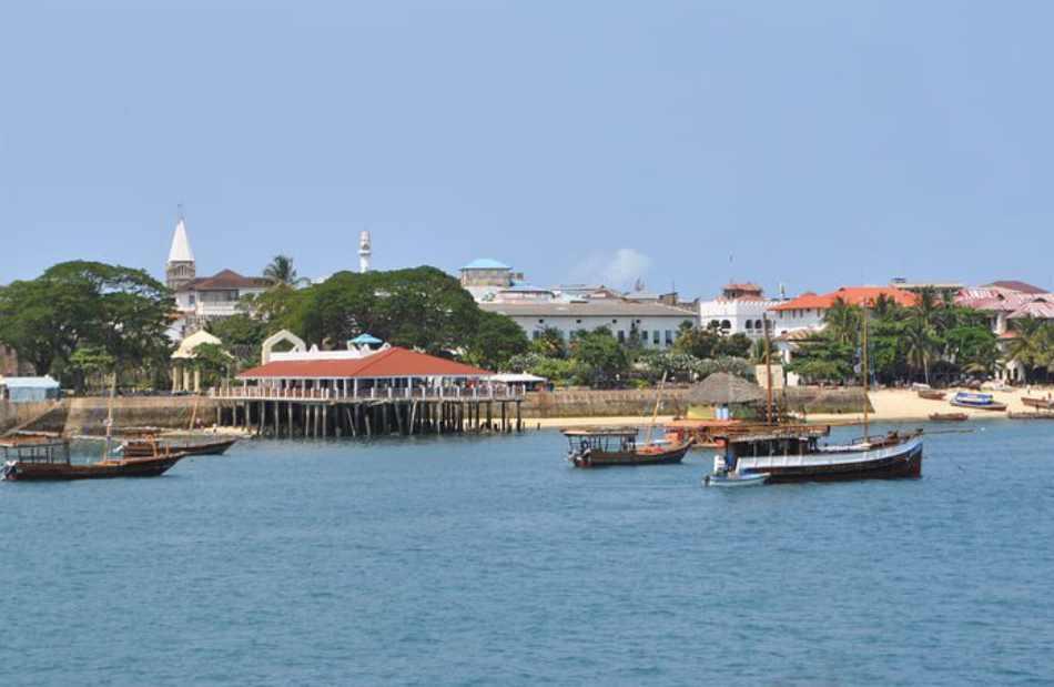 i lasciti delle colonizzazioni portoghesi, arabe e persiane o del protettorato inglese nel cuore di Stone Town