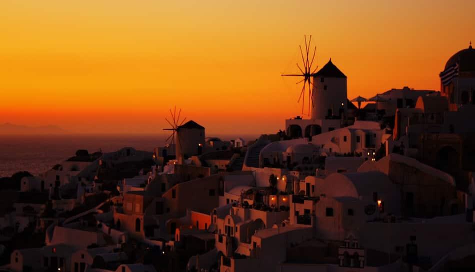 Lo spettacolo migliore Santorini lo offre al tramonto