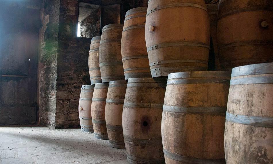 Il Vin Santo viene prodotto in prevalenza con uva Trebbiano e Malvasia