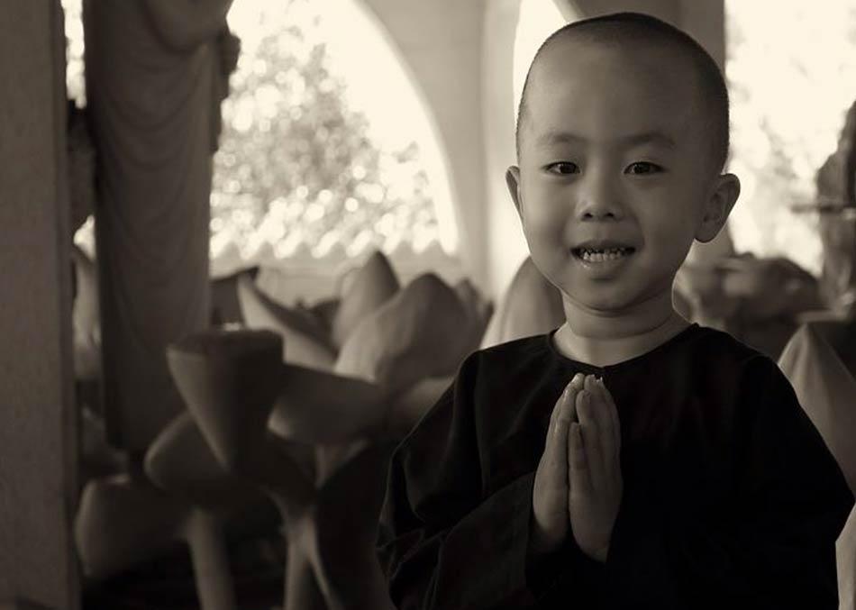 ti regala soprattutto una cosa: il celebre sorriso birmano.