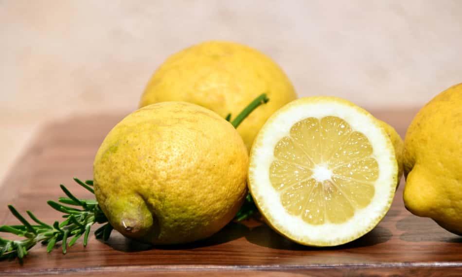 condito solo con un po' di limone