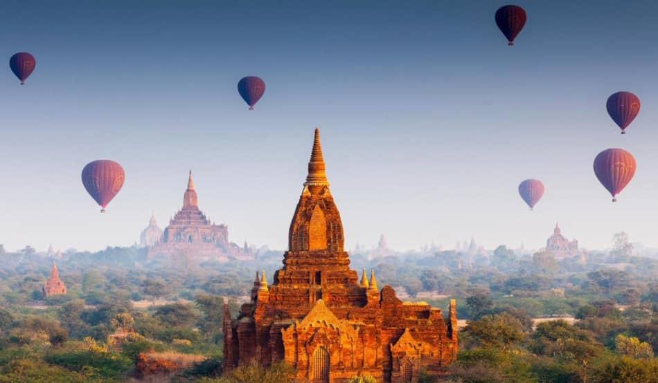 ammirare all'alba il risveglio della valle delle mille pagode di Bagan