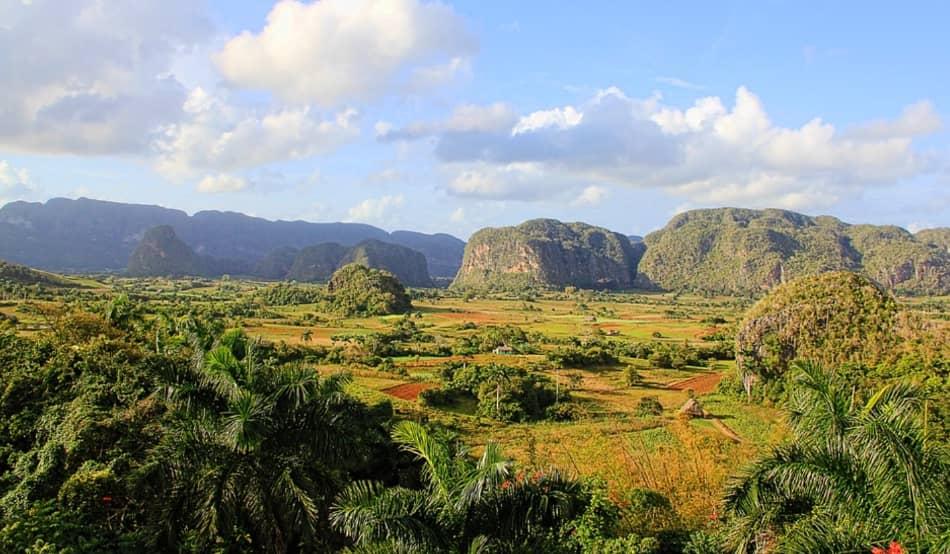 Sembrano dei giganti che spuntano nel loro meraviglioso paesaggio: proprio come le mogotes della magica valle di Vinales.