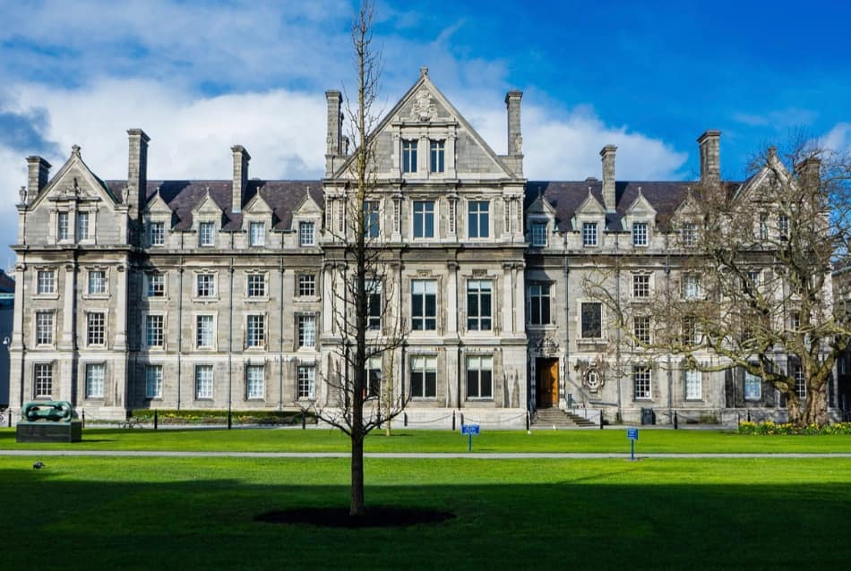 E' giunto il momento di entrare dentro il luogo sacro di Dublino, il Trinity College.