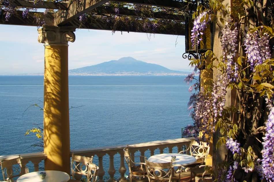 Se volete godervi il panorama guardando il golfo di Napoli, Procida e Ischia