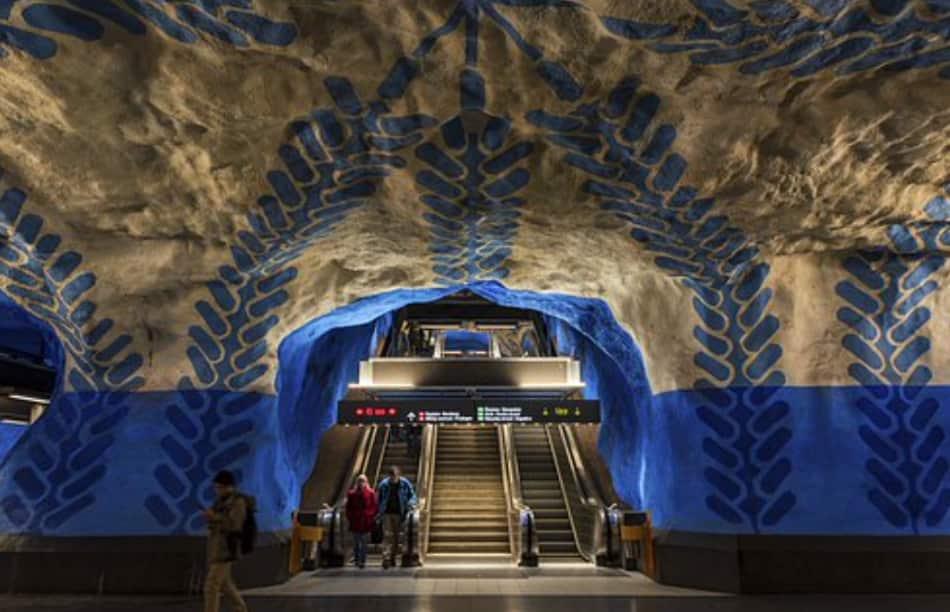 le meravigliose stazioni della metropolitana locale, chiamata Tunnebana, un esempio di arte moderna, arte pubblica