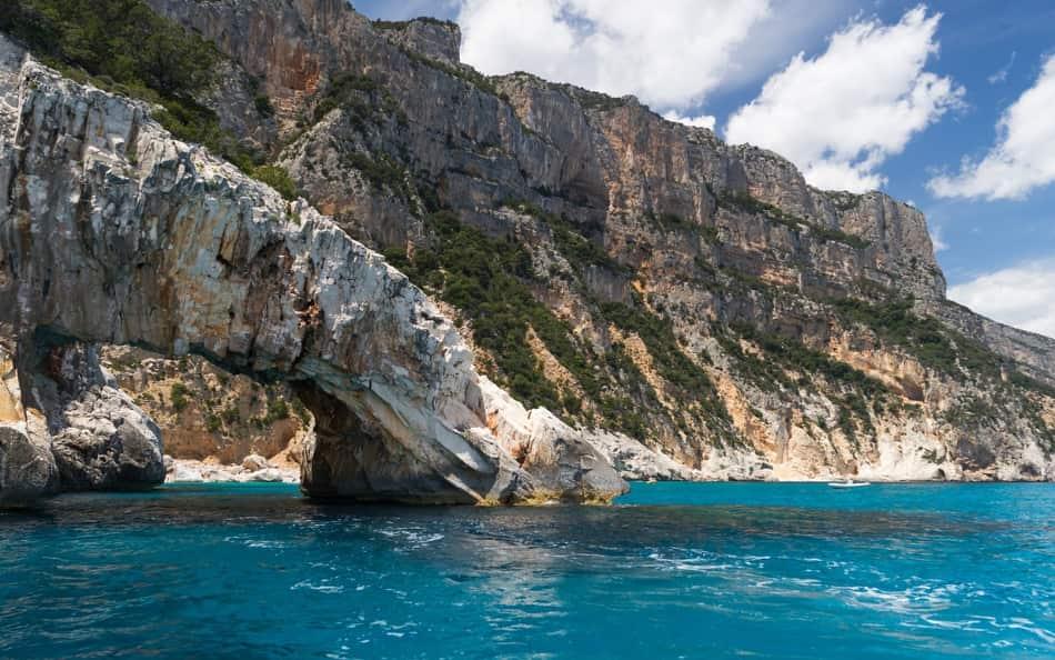La Sardegna è famosa nel mondo per le sue splendide spiagge e per il mare cristallino.
