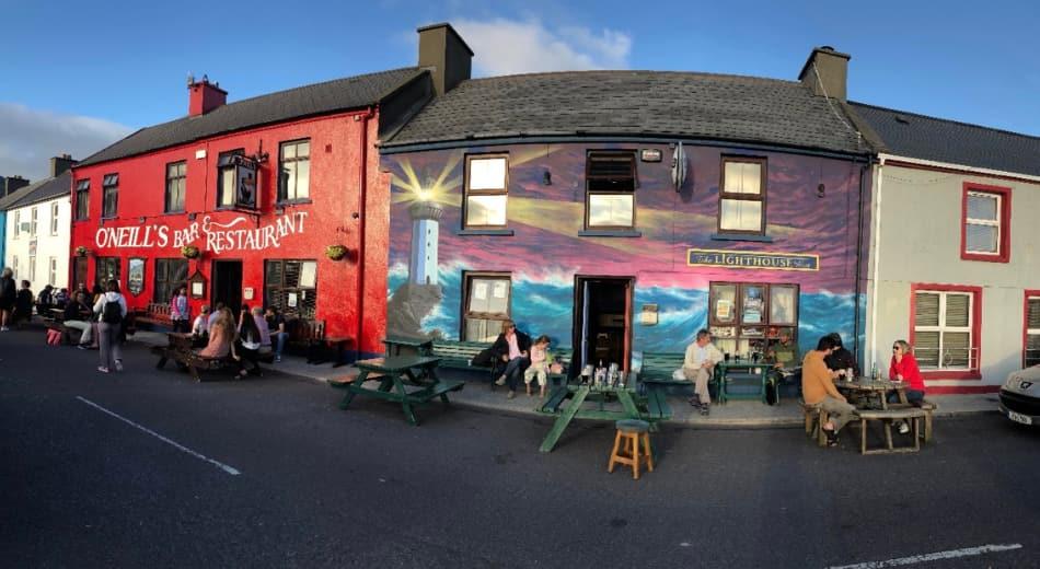 capiamo subito che l'unica meta per tutti è il Pub rosso, O'Neill's