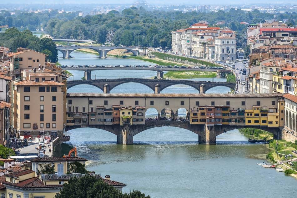 non ne volle sapere più di quella vita e l'intera famiglia si trasferì a Firenze