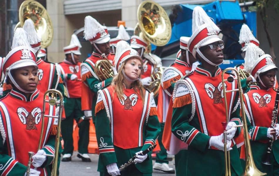 si incontrano a New Orleans nei giorni del Carnevale