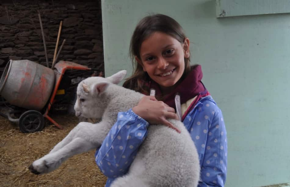 in braccio il suo agnellino