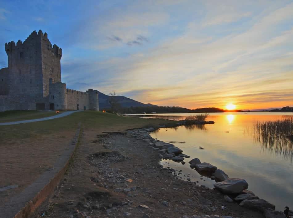 Suggestiva l'ansa del lago con il Ross Castle