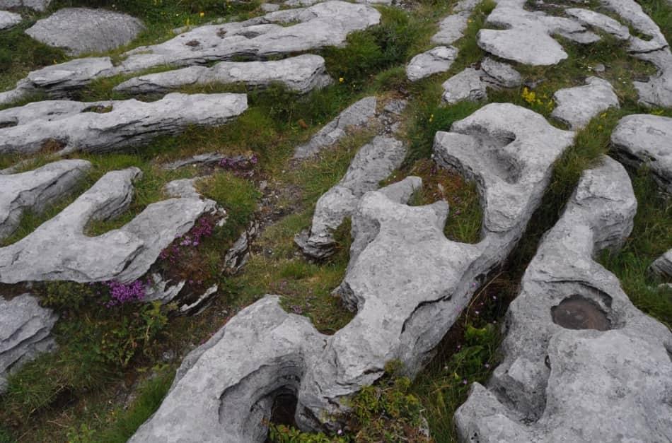 una leggenda questi monumenti di pietra sarebbero i giacigli costruiti da due mitici amanti celtici