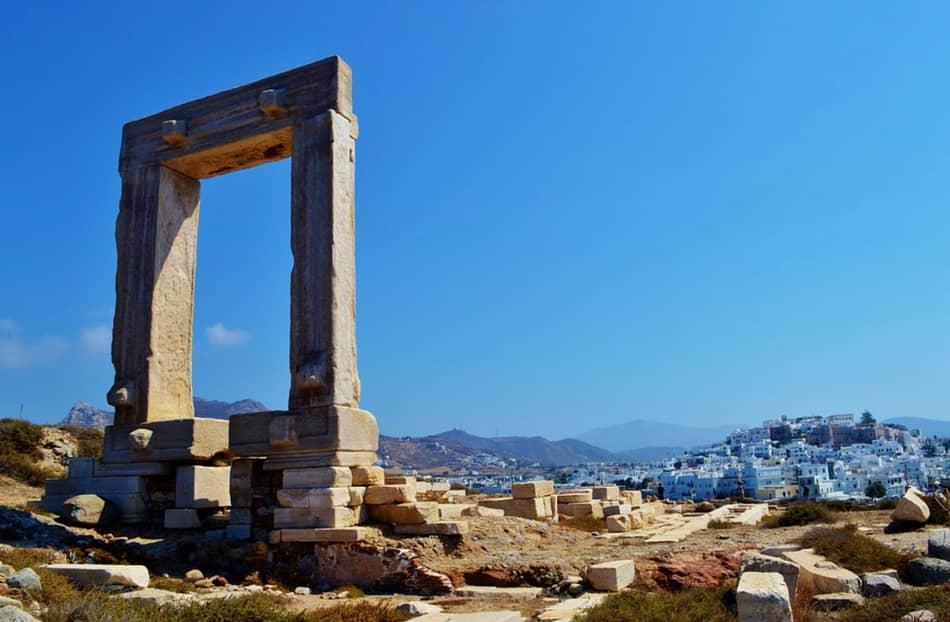 Di tutte le isole Cicladi solo Naxos oggi ha una tradizione così vivace nella musica e nella danza.