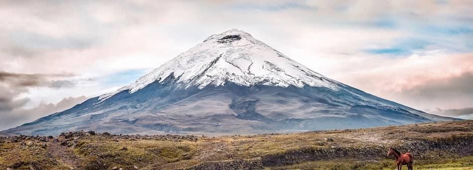 i crateri spesso attivi dei vulcani Tungurahua, Chimborazo e Cotopaxi