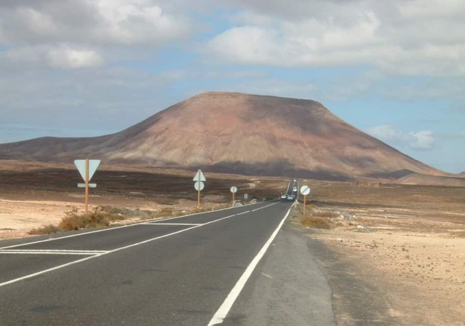 a Fuerteventura le strade sembrano portare da nessuna parte