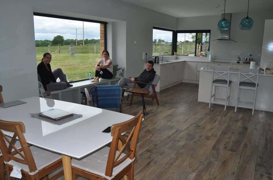 Nella nostra living room aperta sul verde del Connemara progettiamo il Tour di questa regione