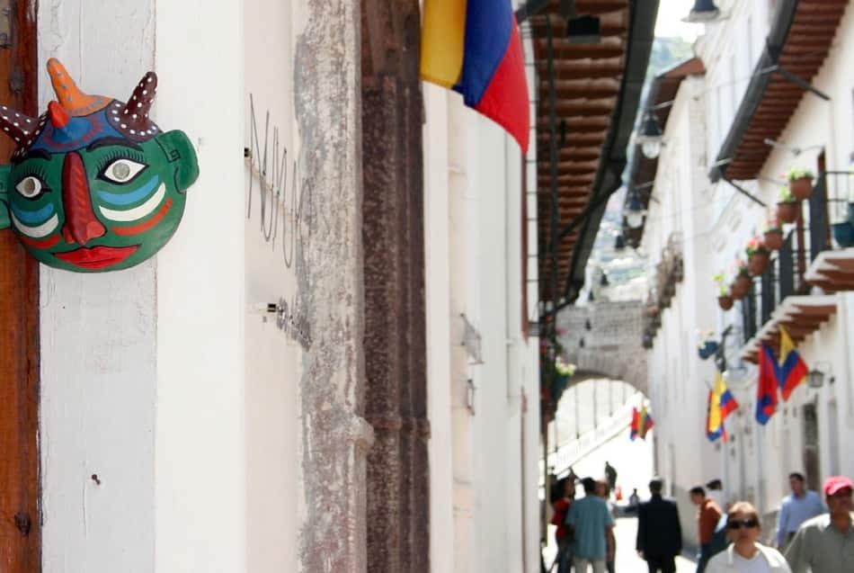 l'arte dell'intaglio, esempi di arte moresca come nella Chiesa de la Merced e vicoli pitturati di bianco