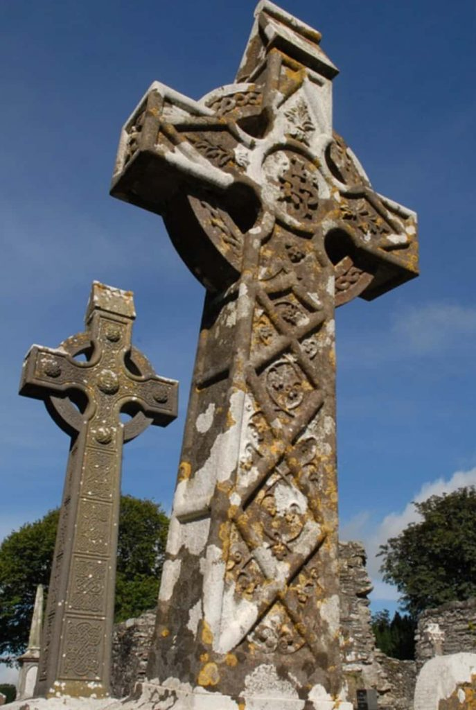 Monasterboice, un sito religioso campestre dove troneggia una croce celtica alta 5,5 mt