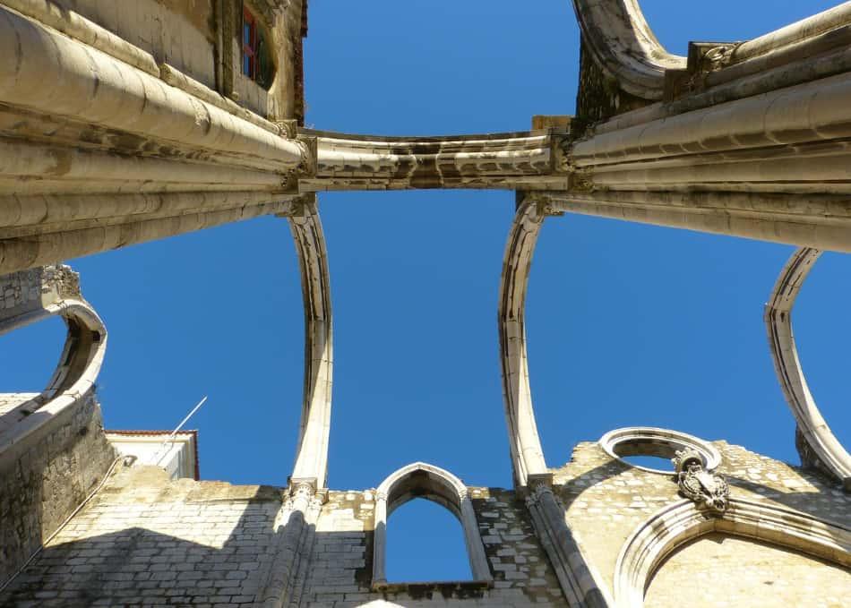 la Chiesa do Carmo detta anche la chiesa senza tetto