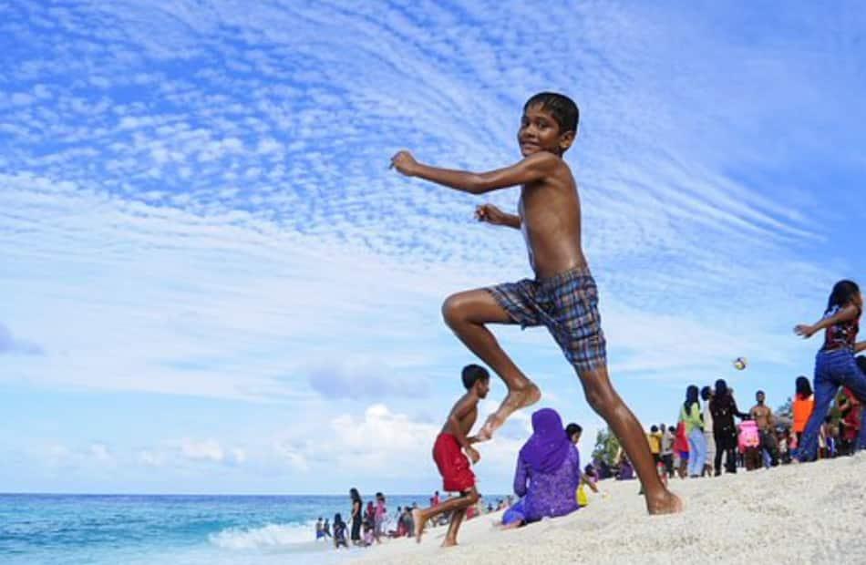 Quando piove alle Maldive i bambini abbandonano subito la scuola