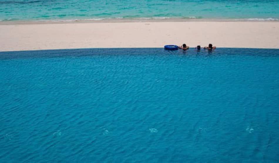 i reef adottati dai resort più ecologici o quelli troppo sfruttati per pompare l'acqua nelle piscine