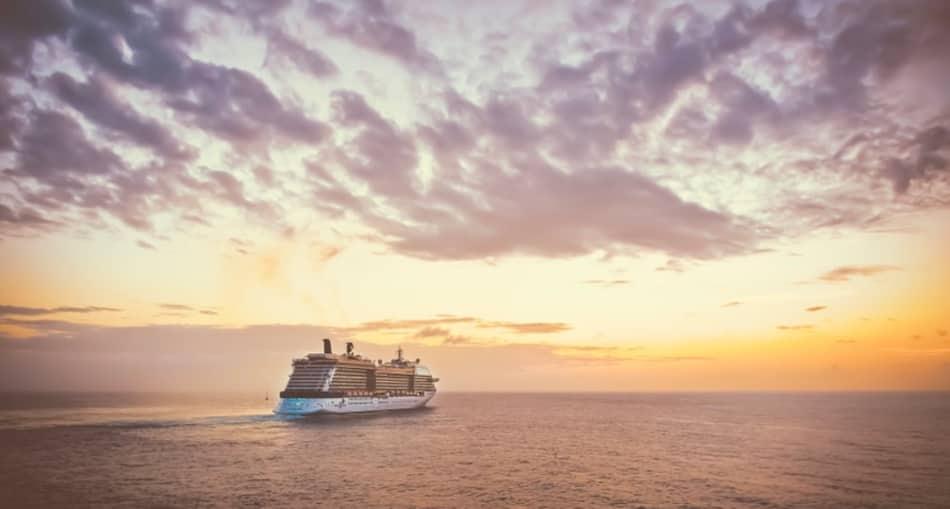i suoi protagonisti nascosti, i suoi turisti eccitati la nave va