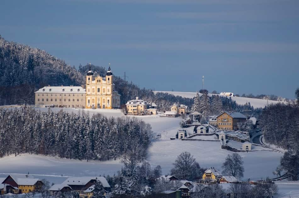 Una passeggiata tranquilla a Salisburgo va fatto appunto nel bianco incanto invernale